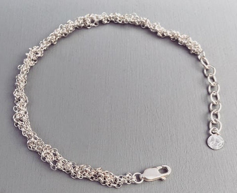 Silver / Adjustable chain extension from 16.5 - 21cm                     Oxidised silver / Adjustable chain extension from 16.5 - 21cm