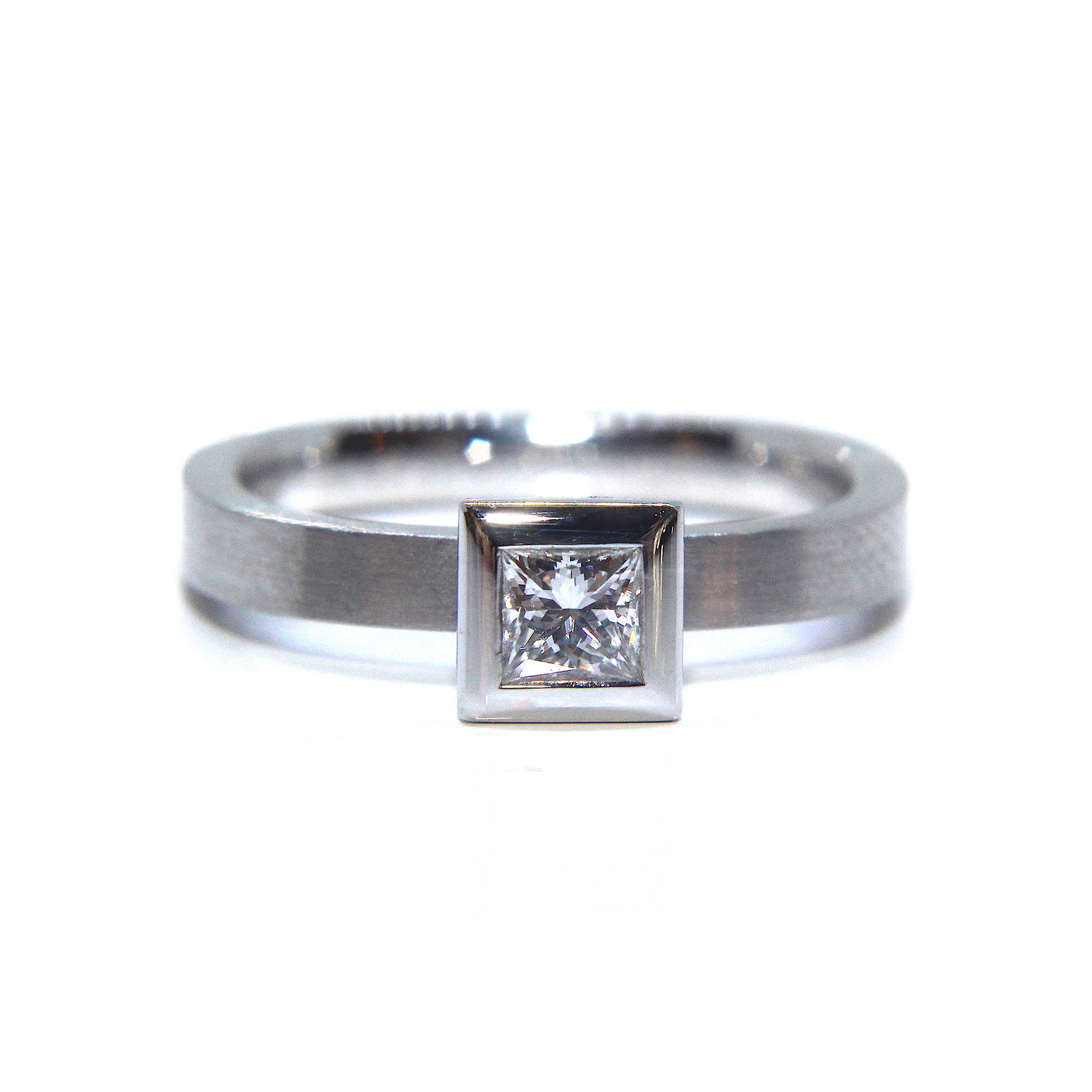 detail and deco ring diamond solitaire art vintage platinum style ct antiques
