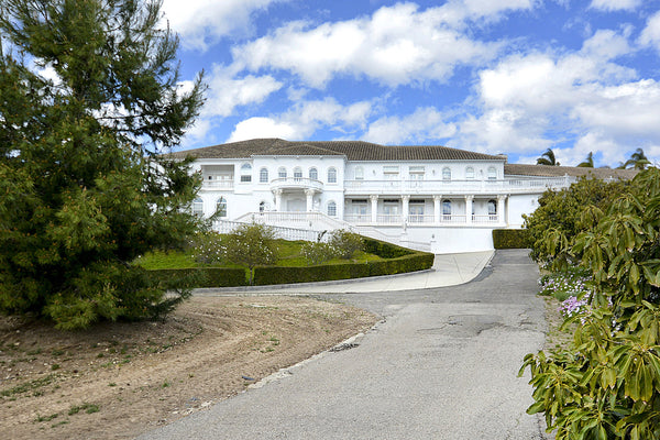 ICON Locations Mansion with INDOOR Pool booking now - 833.426.6562