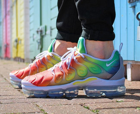 NIKE AIR VAPORMAX PLUS SHOES – WHITE/WHITE/NEPTUNE GREEN/DYNAMIC YELLOW
