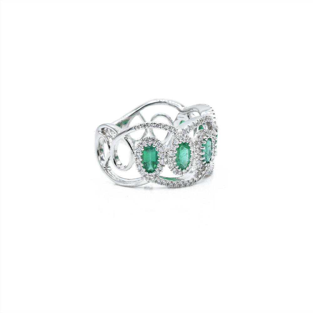 18kt White Gold Emerald & Diamond Ring