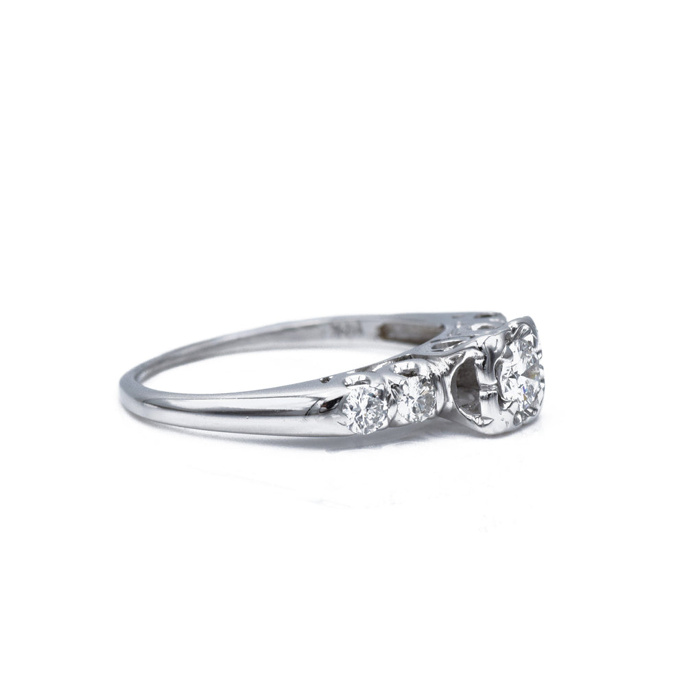 Estate c.1940s 14kt White Gold and Diamond Ring