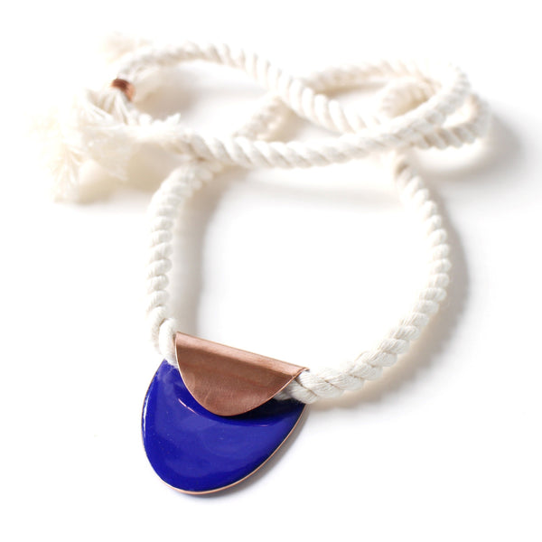 Folded oval necklace