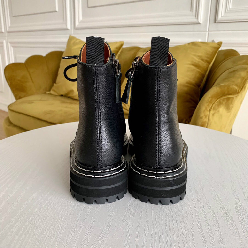 Harlow boots in black