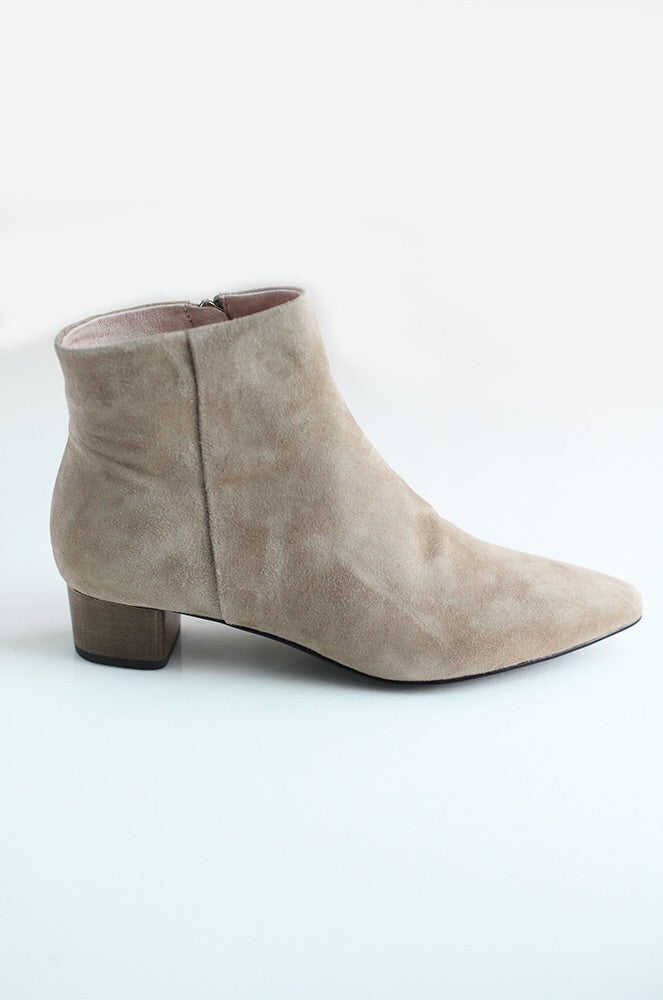 Wesley ankle boots in beige