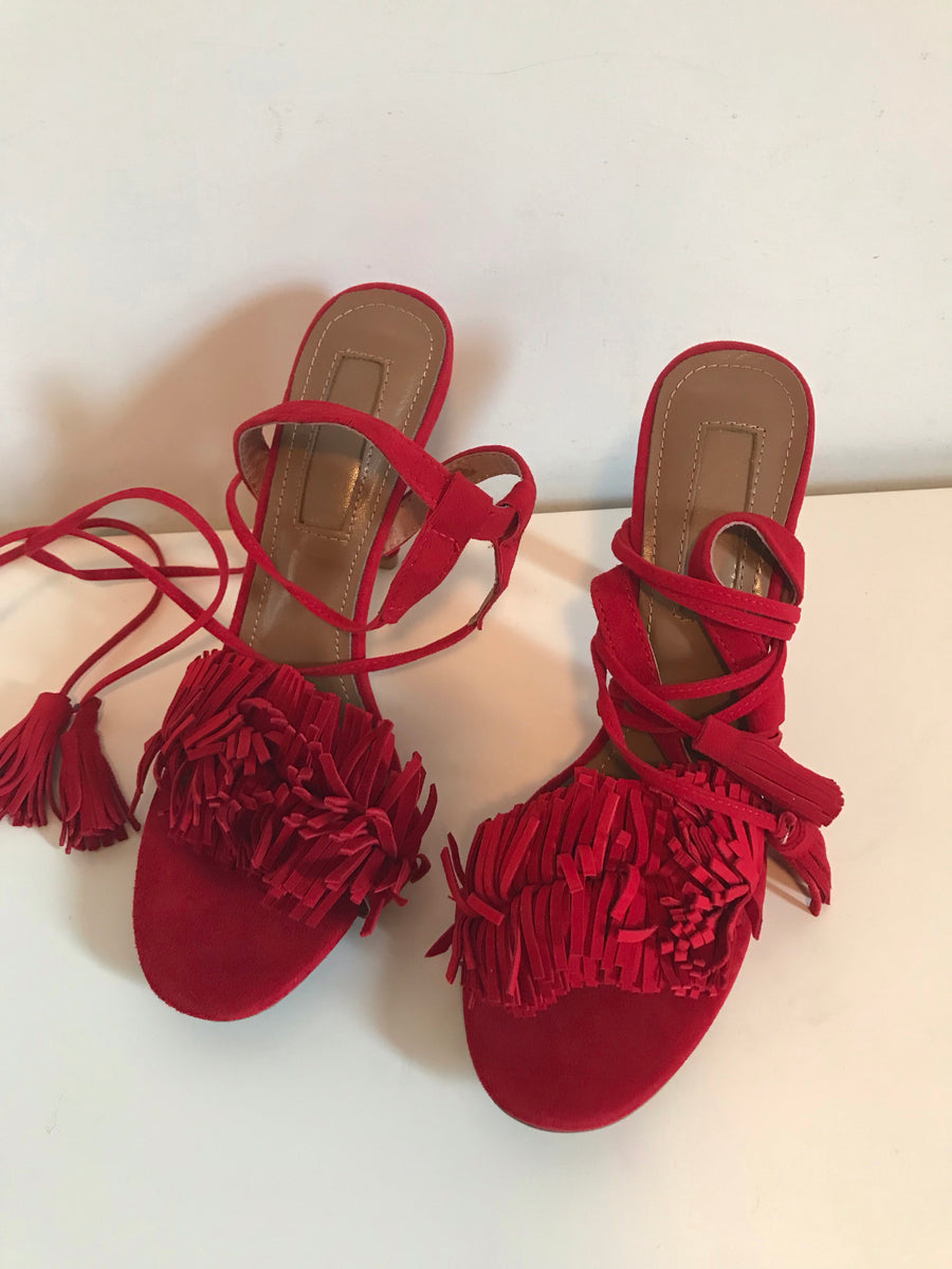 Tassel heels in red
