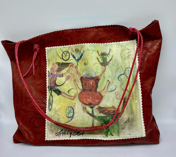"This piece is 18""x16""x3"" and has Jeanie O'Neill original artwork attached to the front of the bag.  The soft Italian leather is printed as well with her design.  The  braided leather strap is adjustable  and there is an inside pocket."