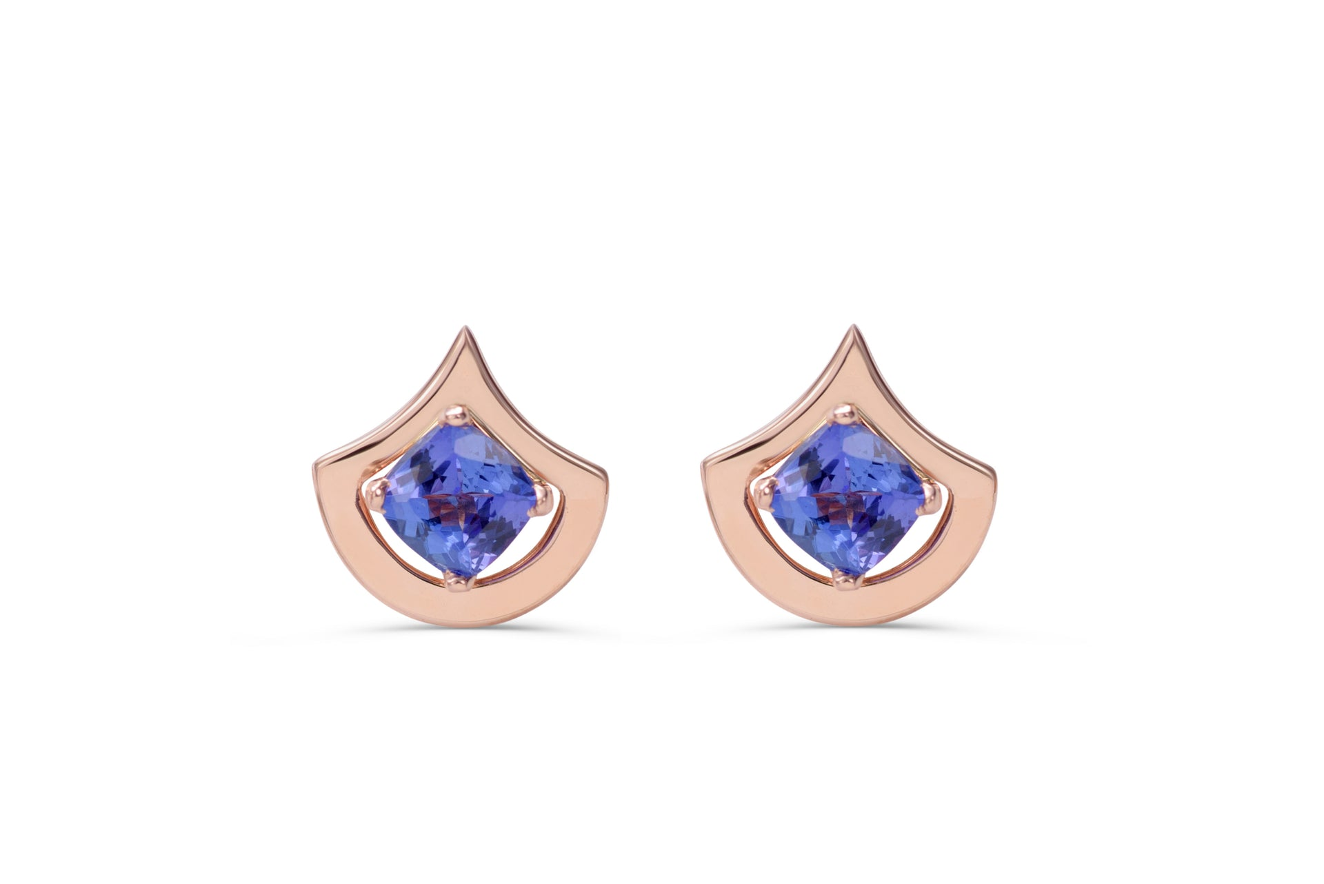 Tanzanite earrings, set in 14 kt rose gold