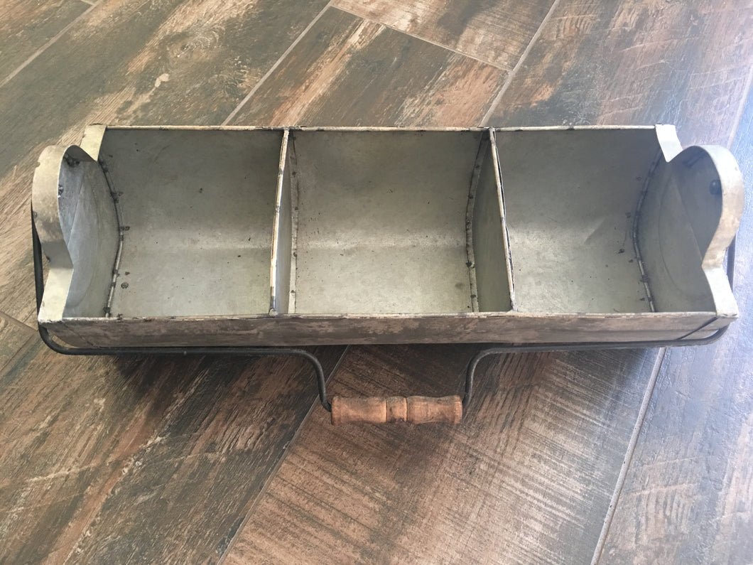 Rain Gutter Basket with Handle