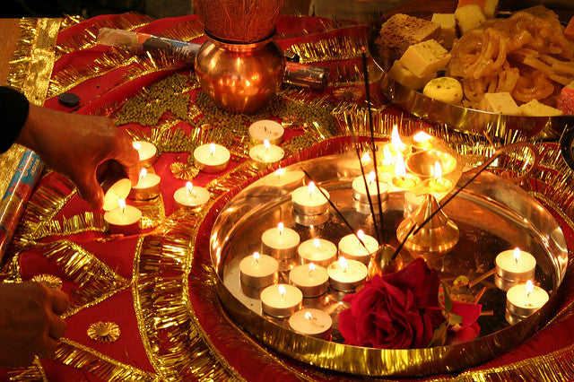 HeimatSterne and Alpenleder wish you Happy Deepavali!