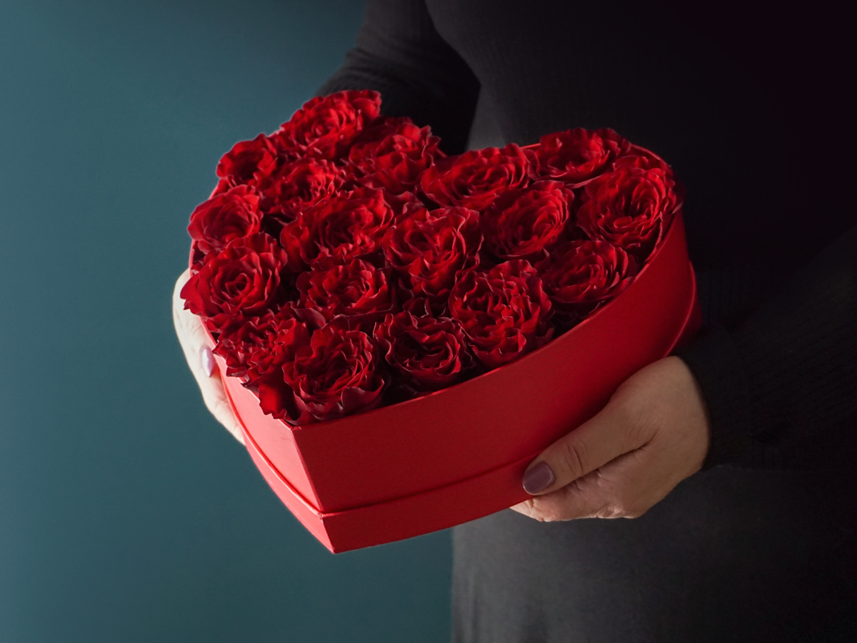 IN THE BOX OF ROSES / 03 /