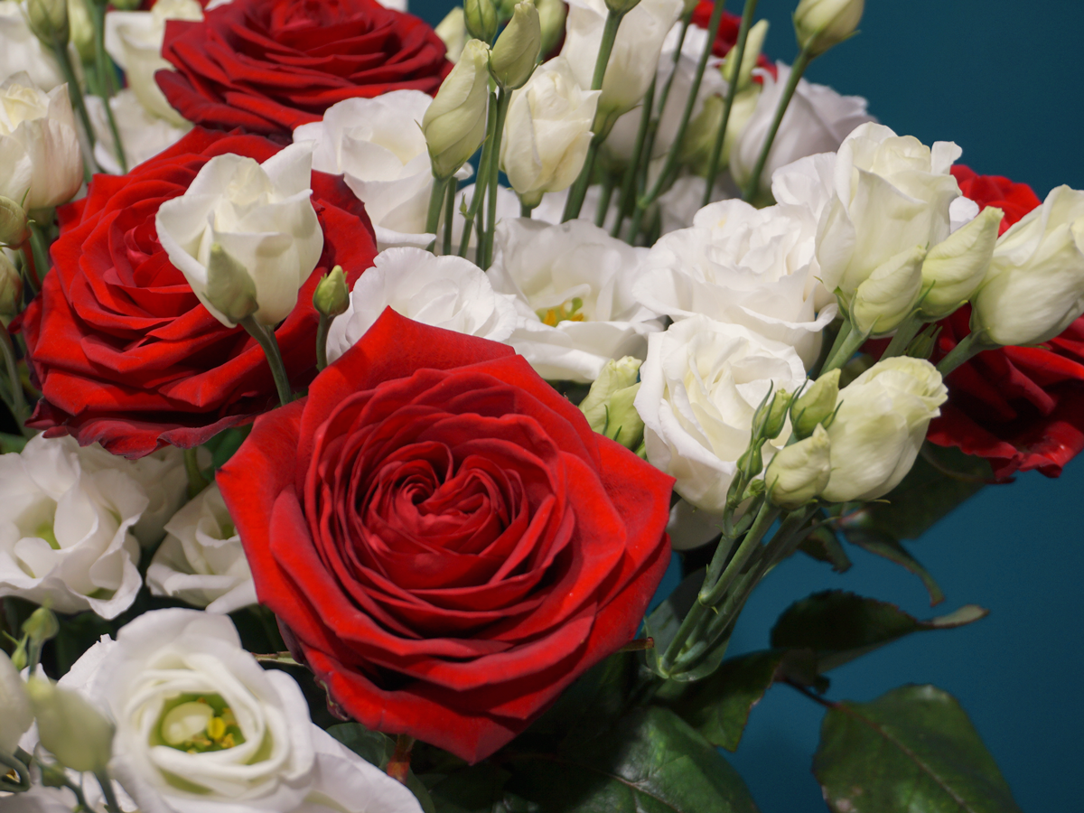 FLOWER BOUQUET WITH ROSES / 06 /