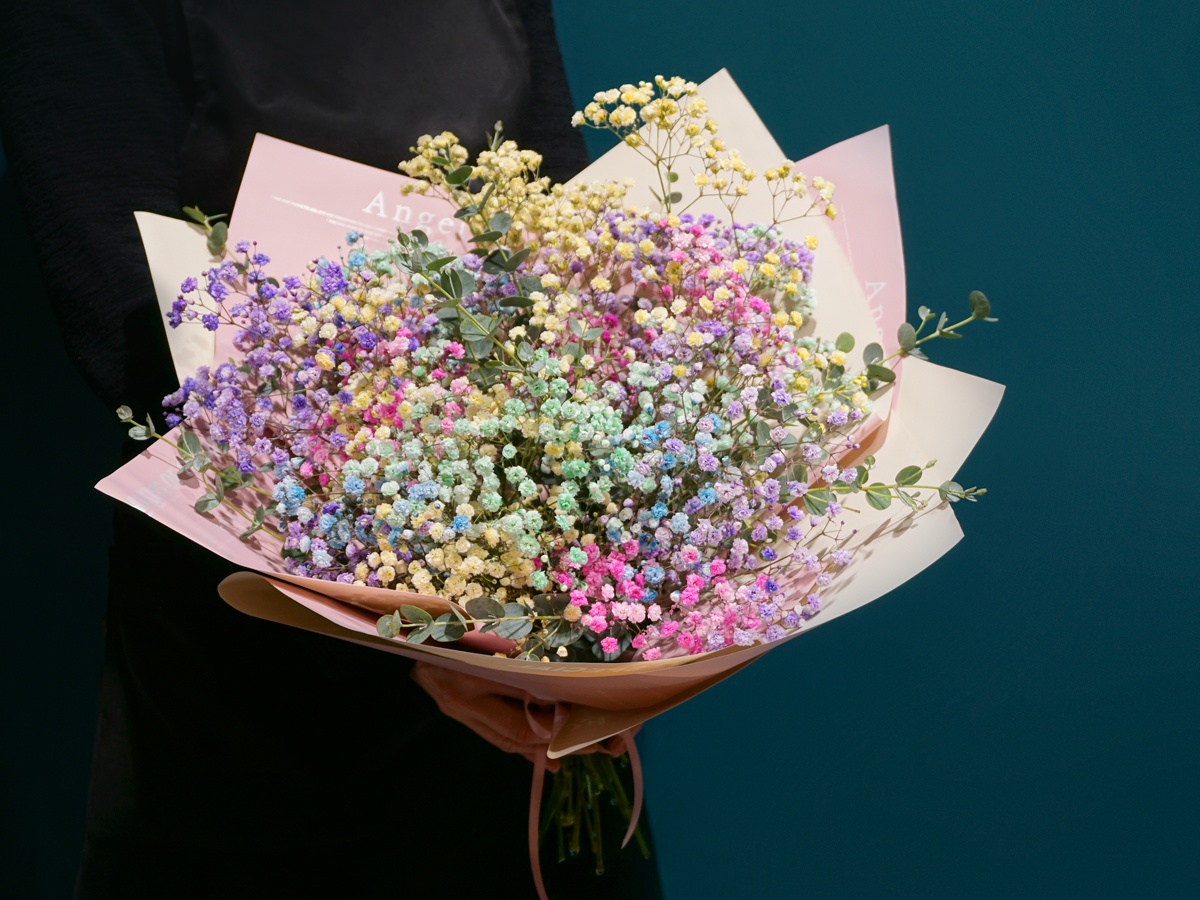 Bouquet of flowers with gypsophila / 03 /