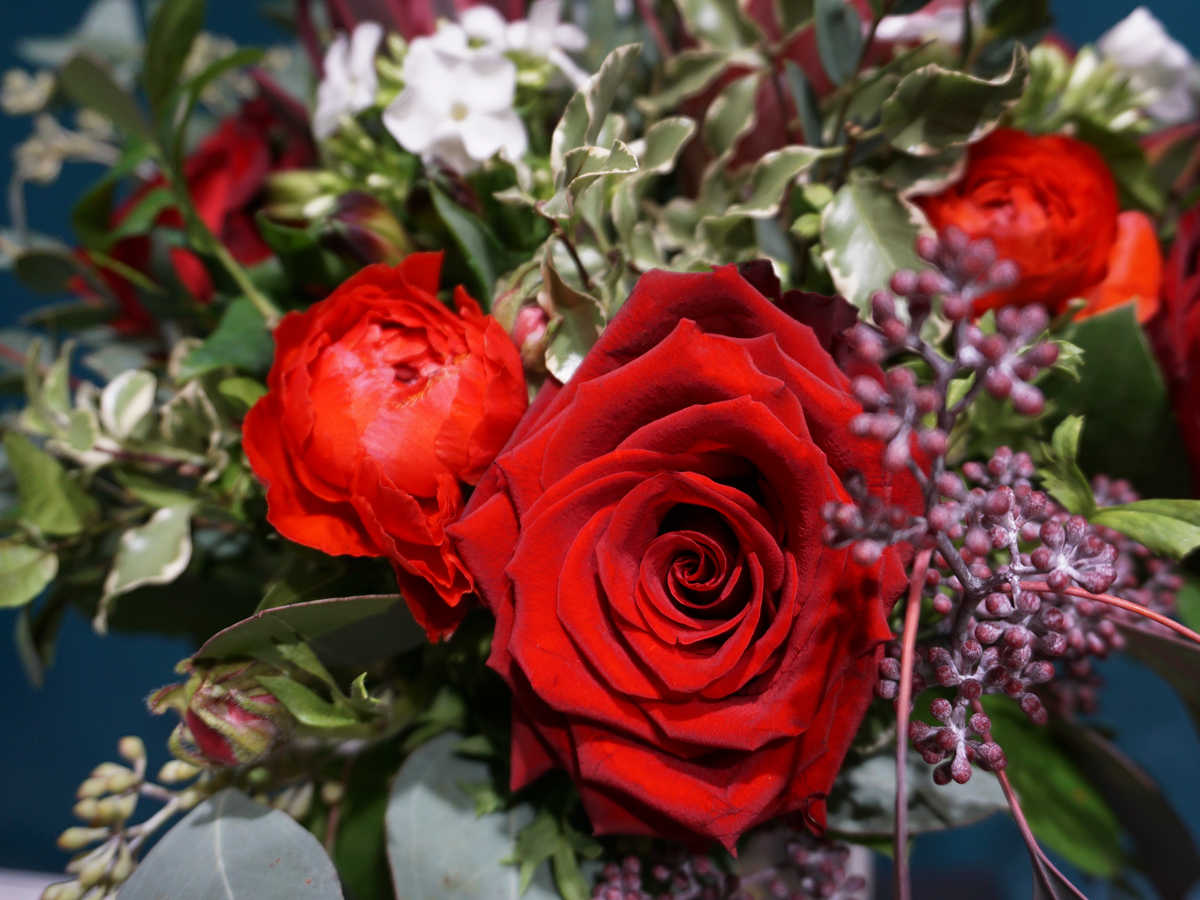 Flower bouquet with roses / 05 /