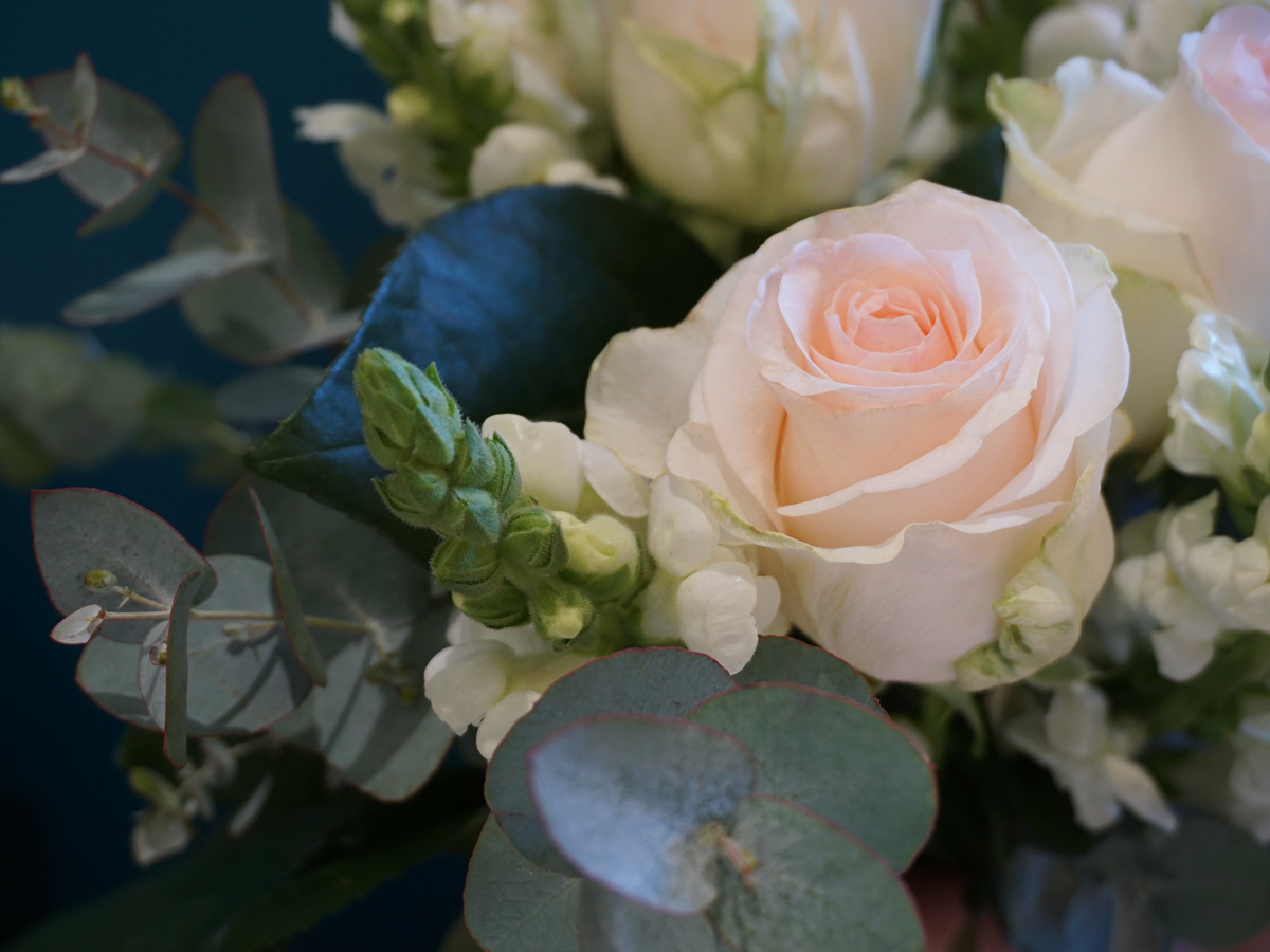 Flower bouquet with roses / 01 /