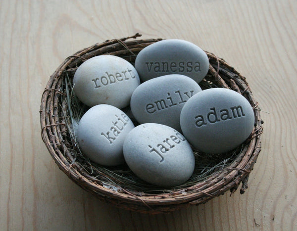Mother's nest - Grandmother, mother gift - Set of 6 engraved name stones in family bird nest decor by SJ-Engraving