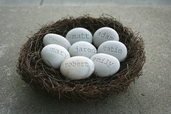 Personalized mothers  gift - Mom's Nest (c) - Set of 8 name stones in bird nest