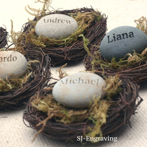 Personalized gift for party guests - Set of 10 favors and place cards - The Pebble Nest by SJ-Engraving