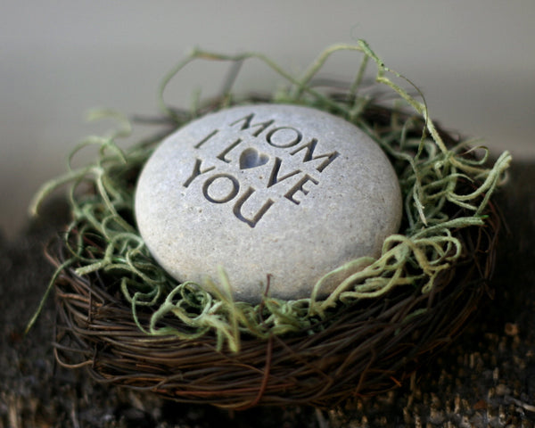 MOM I love you -  The Pebble Nest (TM) by SJ-Engraving - Ready To Ship