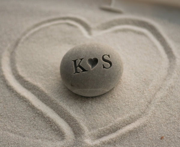 Personalized gift for him or her - i (heart) u beach stone - Petite love stone with couple's initials