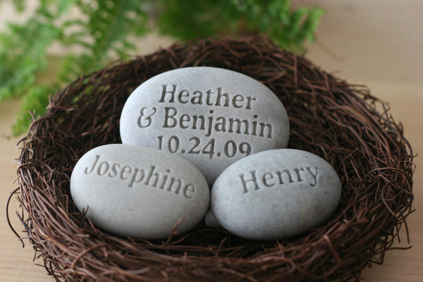 Nest home decor - personalized whole family gift - set of 3 engraved stones in nest