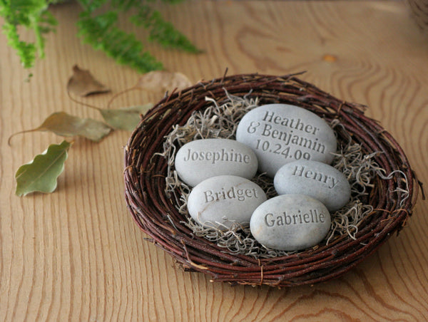 Personalized family gift - set of 5 stones with names and established date in nest by SJ-Engraving