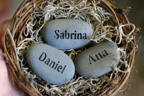Mother's nest personalized - Set of 3 engraved name stones in bird nest - Mom's Nest (c) by SJ-Engraving