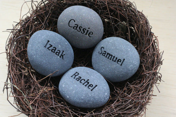 Personalized mothers nest - Mom's Nest - Set of 4 custom engraved name stones in bird nest