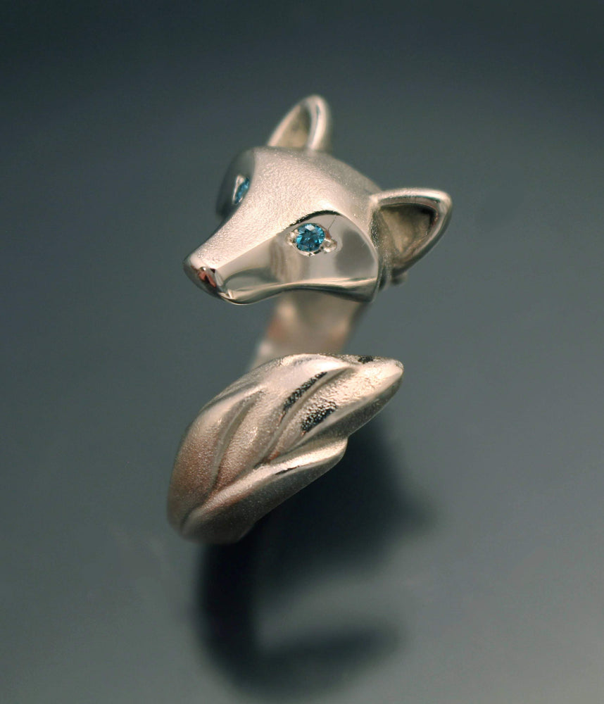 Shaggy Wolf Ring - Silver with Diamond Eyes