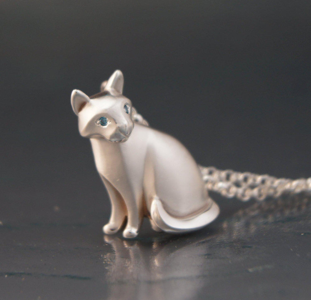 Sitting Cat - Silver with Diamond Eyes