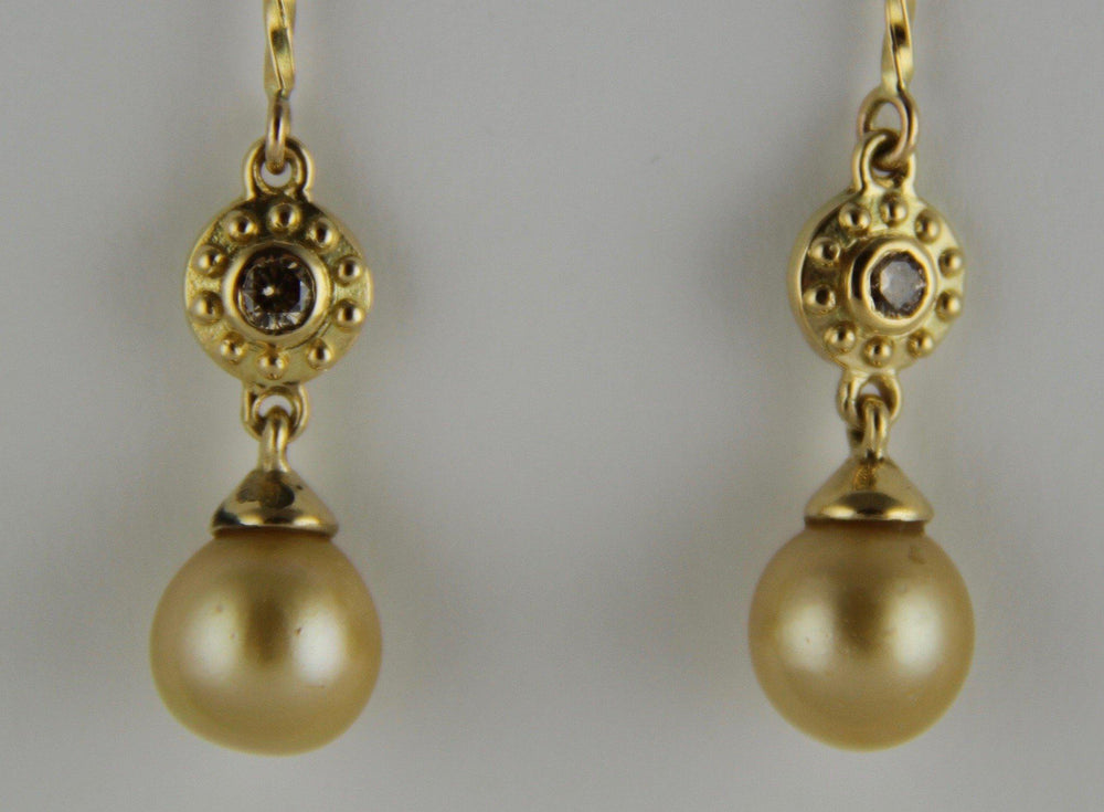 Victoria Adams Sorrel Sky Gallery. Victoria Adams Jewelry. Golden Pearl Earrings. Native American Jewelry.  Authentic Indian Jewelry.