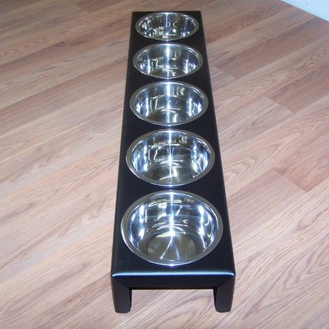 Custom feeder in black, no bowls