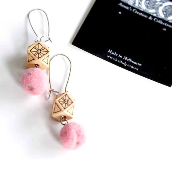 Earing-painted wood +Pompon