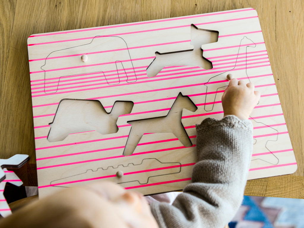 Studio delle Alpi | Pink wooden puzzle toy 'The Crew Puzzle'