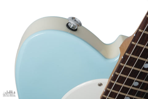 Teal Green Gracey/'s Vintage Finishes Nitrocellulose Guitar Lacquer Aerosol.