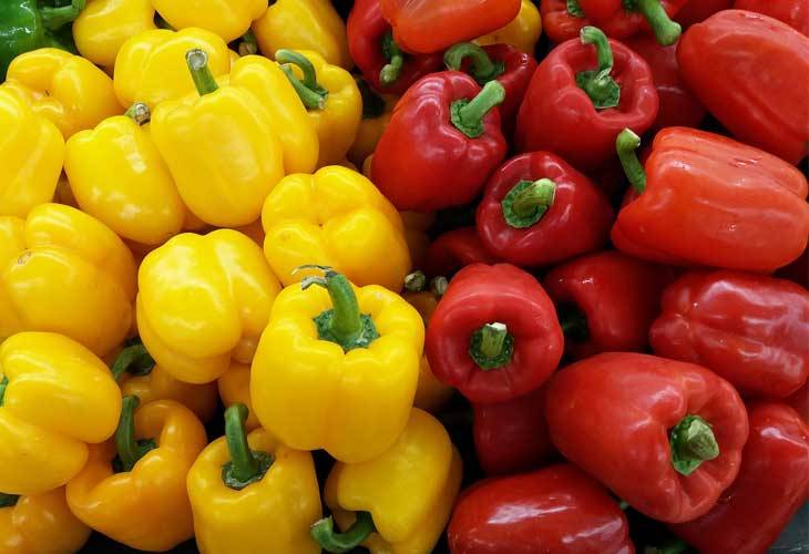 Red and yellow peppers - Collagen-rich foods