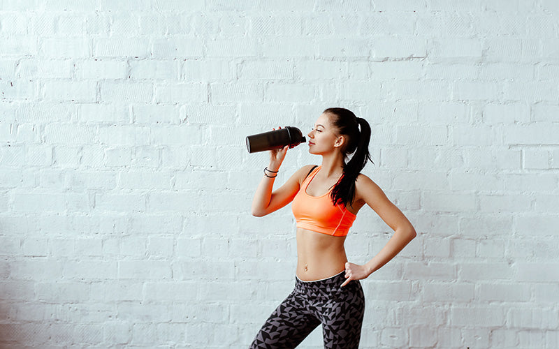 female protein recovery shake