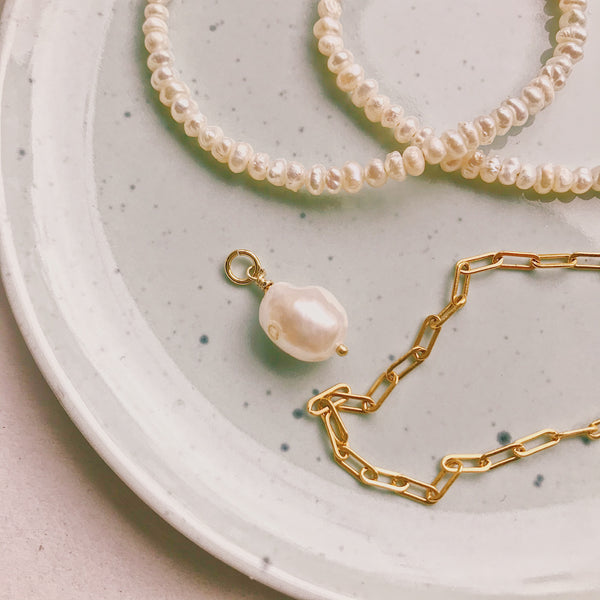 Barok Pearl Charm (gold filled)