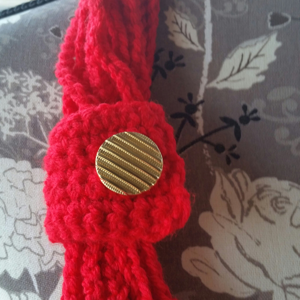 Chain Link Scarf Red With Gold Button 17\