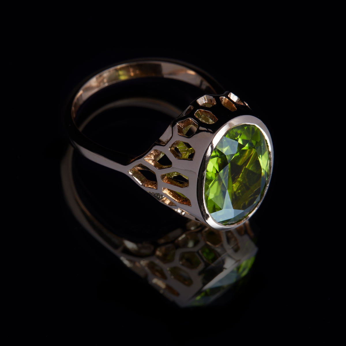 Guy and Max Digital Nature Oval Peridot and Rose Gold On Ice Cocktail Ring. Three Quarter View