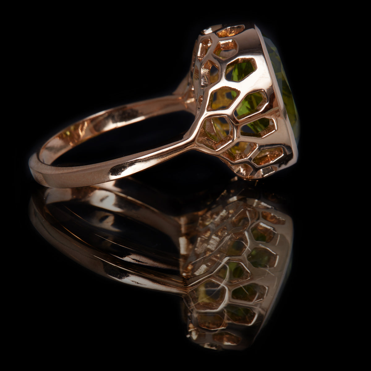 Guy and Max Digital Nature Oval Peridot and Rose Gold On Ice Cocktail Ring. Side View