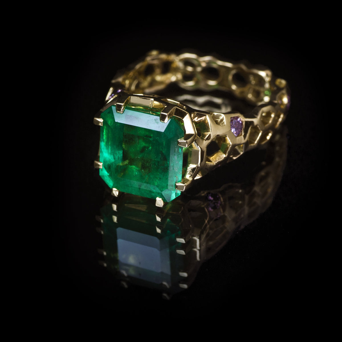 Guy and Max Digital Nature Octagonal Emerald and Gold Cellular Cocktail Ring, three quarter view