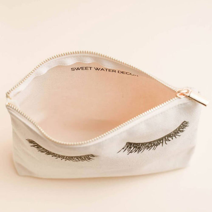 Eyelash Dreamer Makeup Bag white open MILK MONEY