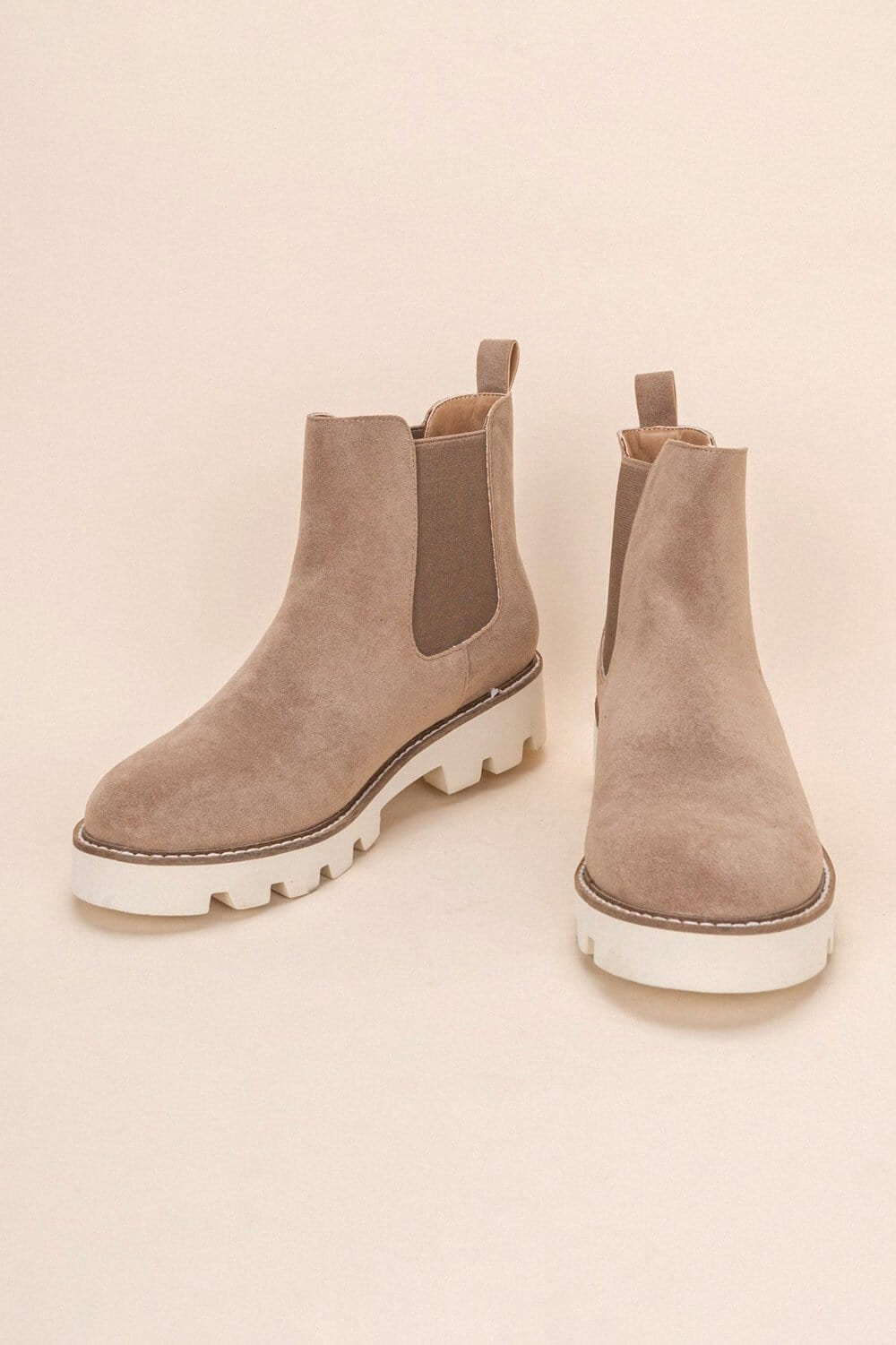 Jessie Chunky Sole Chelsea Boot latte MILK MONEY