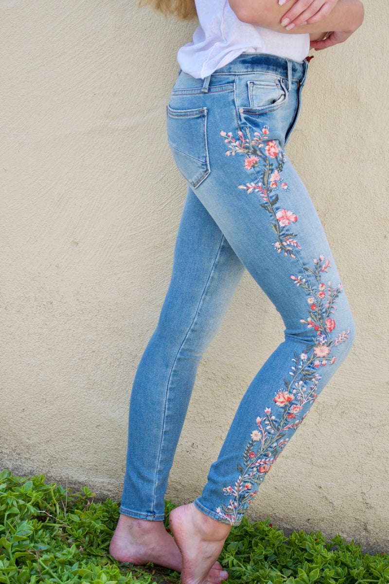 Driftwood Jackie Light Wash Jeans
