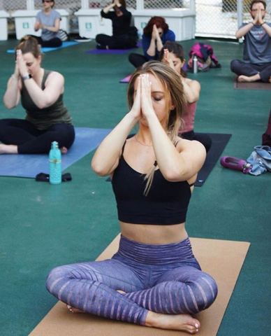 how to choose the best yoga clothes for your favorite
