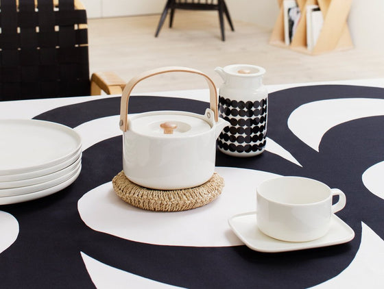 marimekko oiva tea pot | white | restocked!