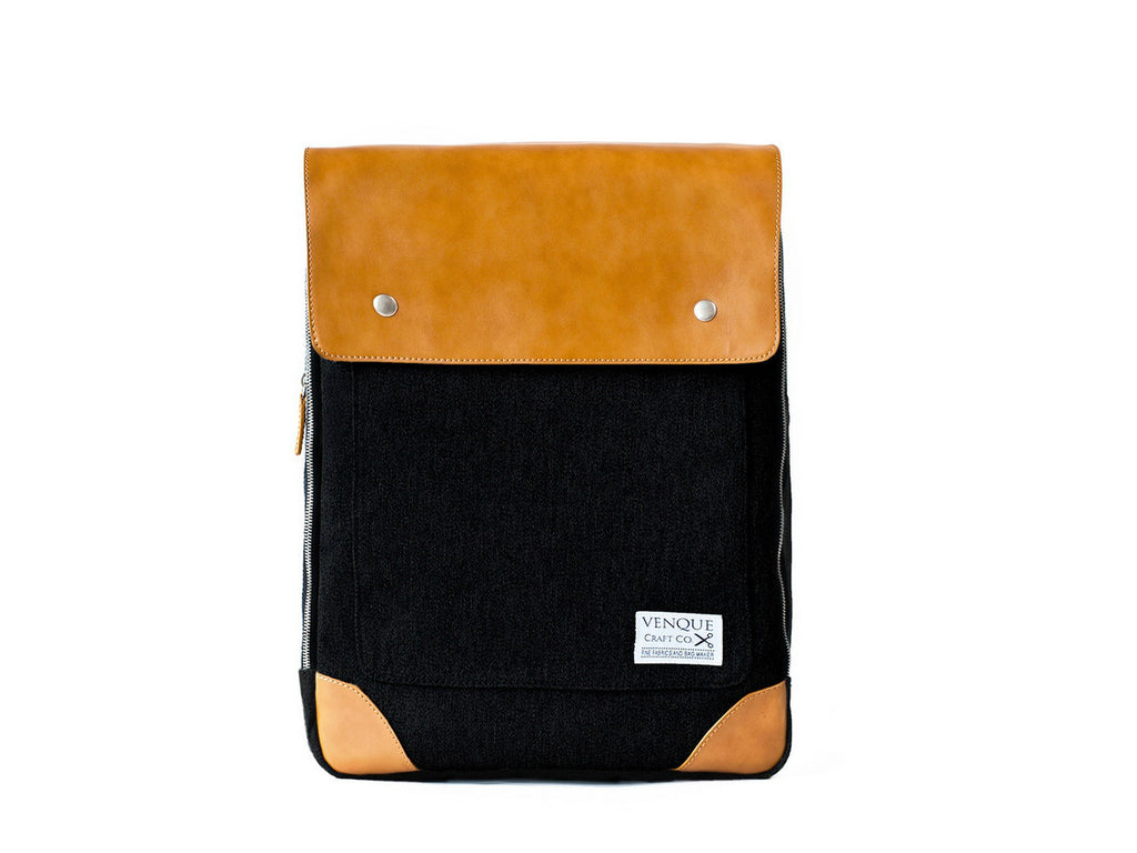 VENQUE-Flatsquare-Backpack-Black_1160x870.jpg