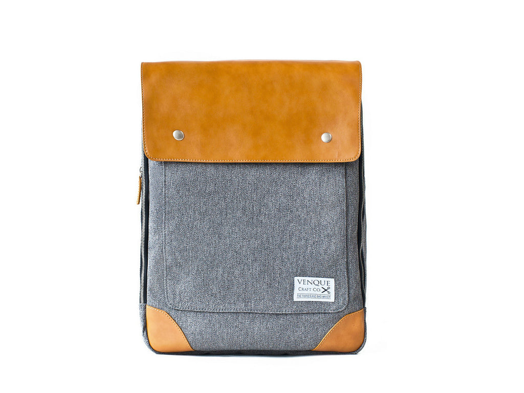 VENQUE-Flatsquare-Backpack-Grey_1160x870.jpg