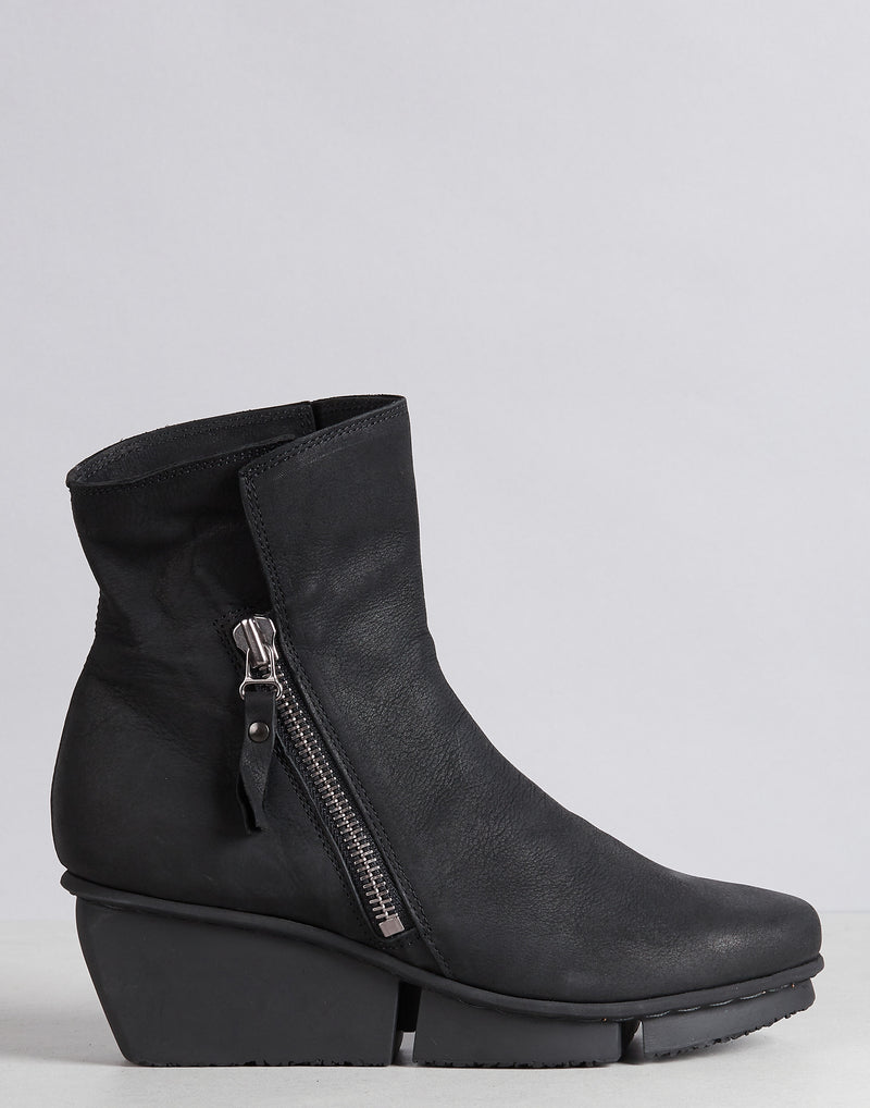 trippen-blaze-black-side-zip-leather-boots.jpeg